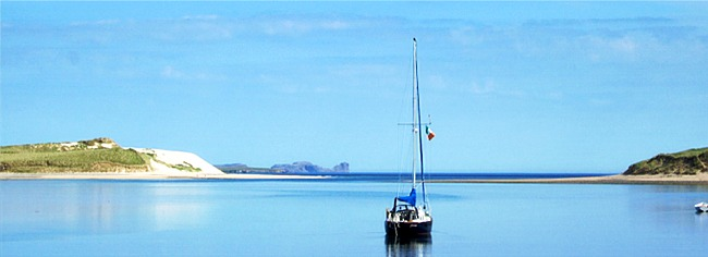 Boat on Ballyness Bay near �ras�in Bhalor, Self-catering apartments in Falcarragh, Co. Donegal, Ireland