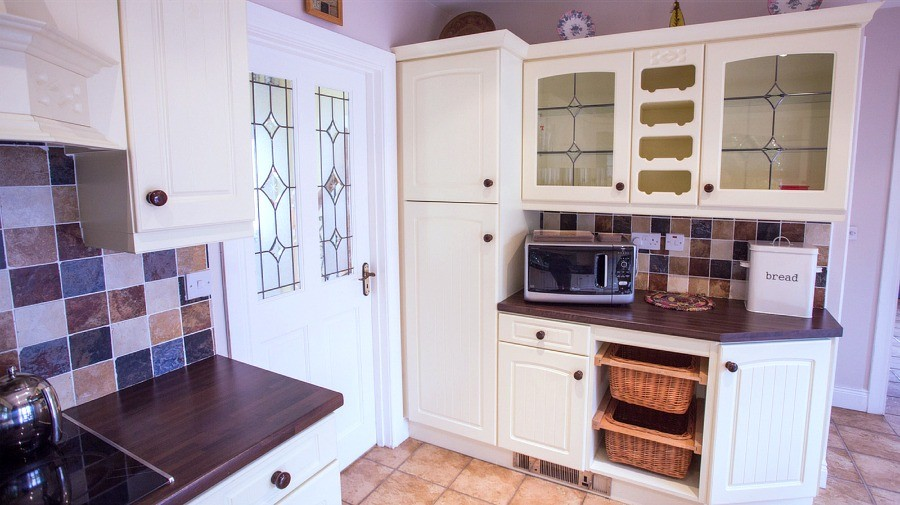 Kitchen in the holiday home at Árasáin Bhalor - 4 Star Self Catering Apartments & House, Falcarragh, County Donegal, Ireland