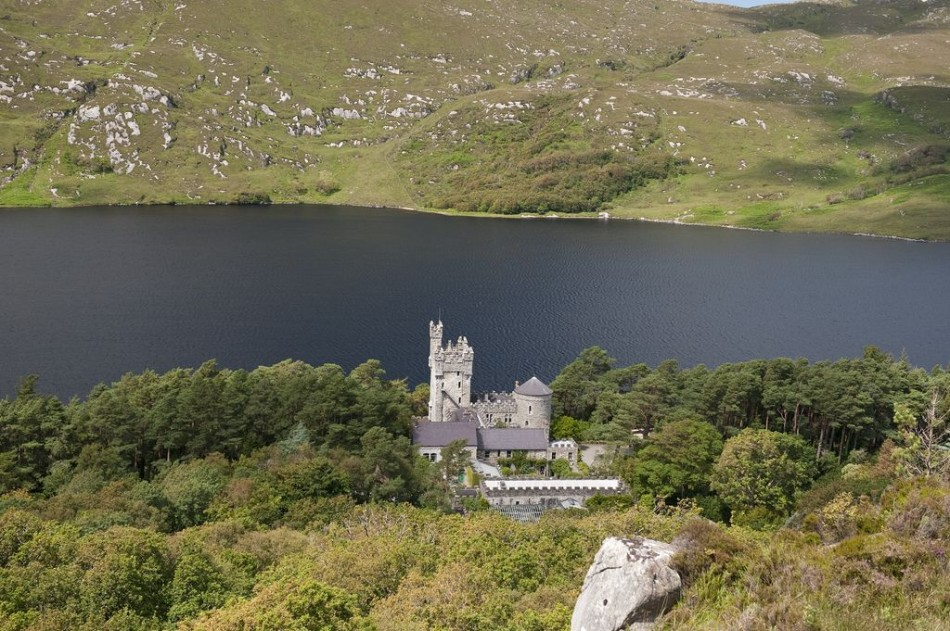 Glenveagh National Park, County Donegal, Ireland near Árasáin Bhalor - 4 Star Self Catering Apartments & House, Falcarragh